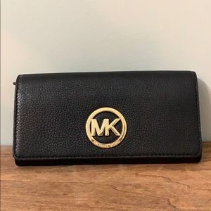 NWT Fulton carry all leather wallet